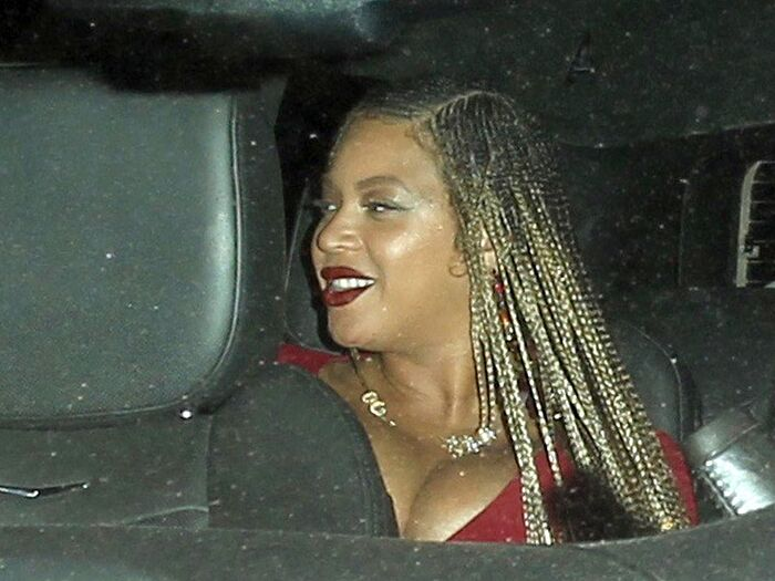 PAY-EXCLUSIVE-Beyonce-shows-off-her-amazing-braided-hair-leaving-Beauty-Essex